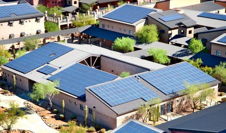 Walmart poursuit Tesla en justice pour incendies de panneaux solaires