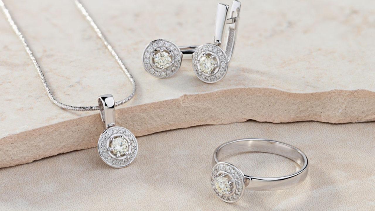 Des bijoux Swarovski tendances à petits prix disponibles chez ...