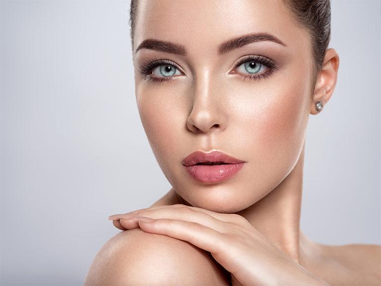 Connecter le maquillage et les lentilles de contact de couleur Chiara Lens