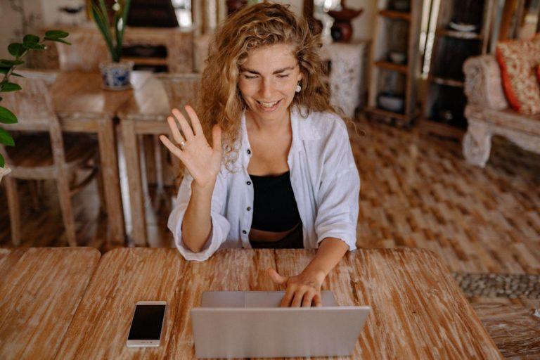 Que choisir entre un cours particulier en ligne et un cours particulier à domicile ?