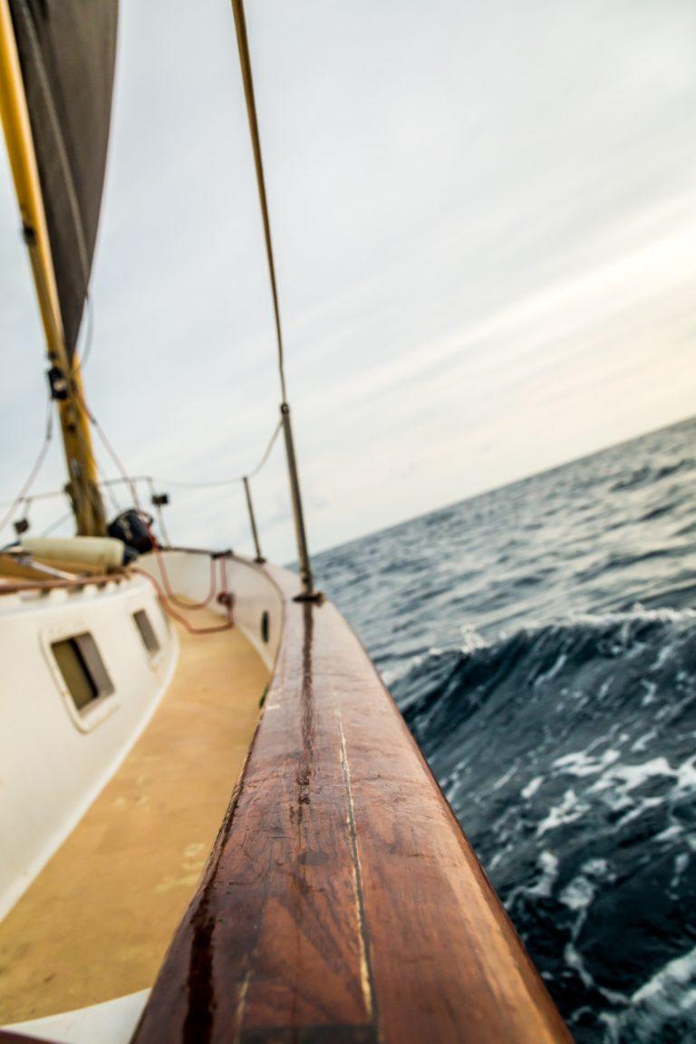 Comment bien choisir son équipement pour partir en mer ?